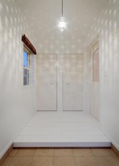 『Mz邸』ヨーロピアンテイストの住まい (玄関-照明による空間演出)