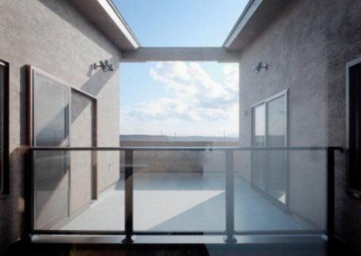 2階プライベートバルコニー (『眺望の家』レトロモダンな住まい)