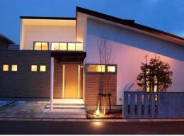 House 03『温かみ溢れるコートハウス』 (洗練された上品な外観)