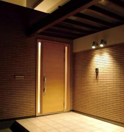 House 03『温かみ溢れるコートハウス』 (玄関ポーチ)