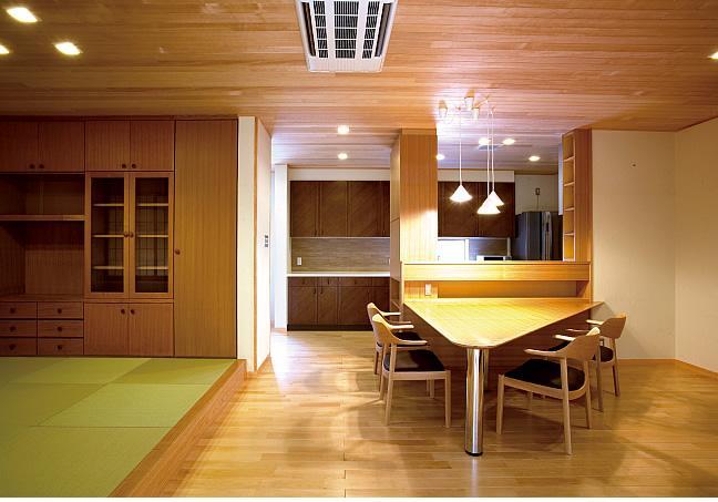 建築家:木田智滋「Reform 01『三角ダイニングテーブル』」