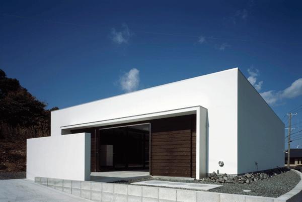 『Ya-Ya-』風が通り抜けるリゾート風住宅の部屋 スタイリッシュな外観