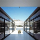 光と風を取り入れる中庭テラス