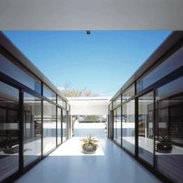 『Ya-Ya-』風が通り抜けるリゾート風住宅 (光と風を取り入れる中庭テラス)