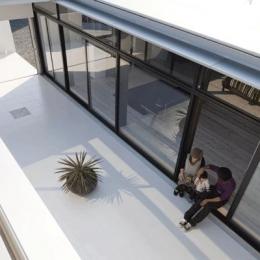 『Ya-Ya-』風が通り抜けるリゾート風住宅 (開放的な中庭テラス)