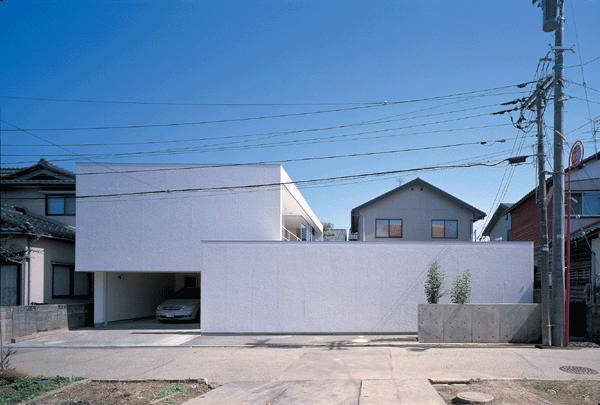 『sukatto』厳しい気候でも活力ある暮らしができる家の部屋 白基調のシンプルな外観