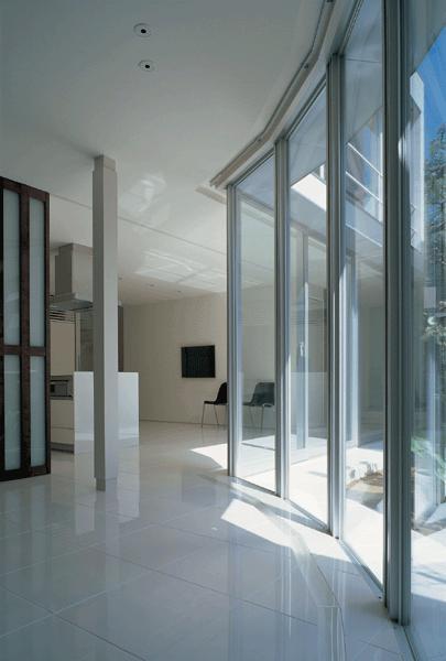 『sukatto』厳しい気候でも活力ある暮らしができる家の部屋 太陽光を取り込むサンルーム