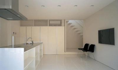 『sukatto』厳しい気候でも活力ある暮らしができる家 (白基調の明るいダイニングキッチン)