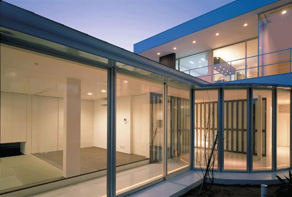 『sukatto』厳しい気候でも活力ある暮らしができる家の部屋 サンルーム-夜景