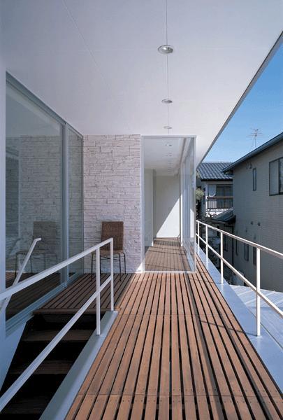 『sukatto』厳しい気候でも活力ある暮らしができる家の部屋 開放的な2階テラス