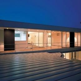 『sukatto』厳しい気候でも活力ある暮らしができる家 (2階テラスを望む-夜景)