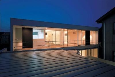 2階テラスを望む-夜景 (『sukatto』厳しい気候でも活力ある暮らしができる家)