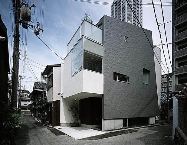 PIKEの部屋 狭小地に建つ3階建の小住宅
