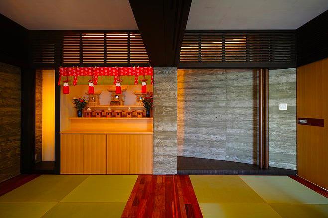 『N Residence』柔らかな光に満たされた二世帯住宅の部屋 スタイリッシュな和室-2