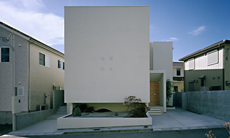 方 庵の部屋 キューブ型白い外観