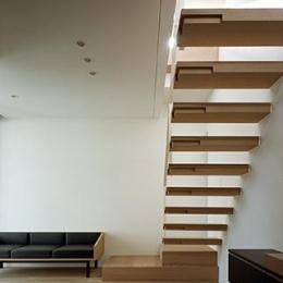MANA (印象的な室内階段)