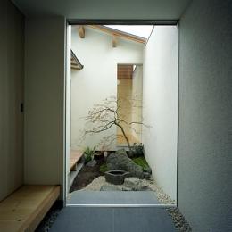 彩 庵 (落ち着きのある坪庭)