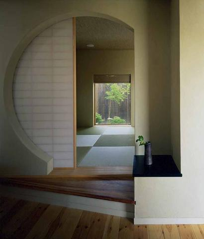 橋の架かる家の部屋 落ち着く和室