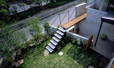 橋の架かる家 (玄関と庭をつなげる「橋」)
