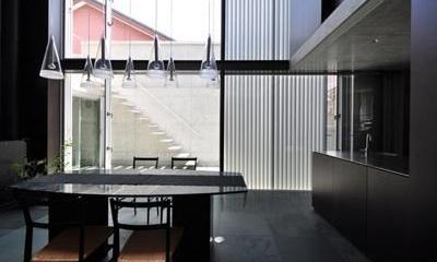 ステップテラスの家 La Casa della Terrazza Scalinata -by mcja (ダニング 外部アルミルーバを半開の状態)