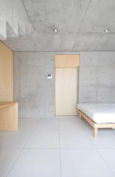 囲み庭の家 La Casa col Cortiletto Interno -by mcja (書斎コーナーを持った寝室)