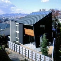 片流れ屋根のモダンな外観