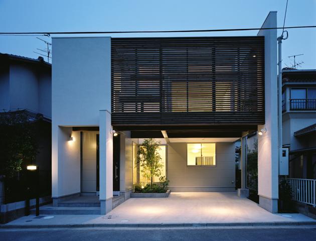 大和郡山の家の写真 木格子が目を引く外観