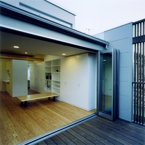 大和郡山の家の部屋 リビングと一体感のあるテラス