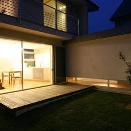 マルハノキの家 (リビングと一体感のあるウッドデッキテラス)