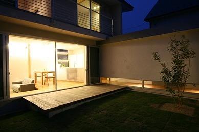 マルハノキの家の部屋 リビングと一体感のあるウッドデッキテラス