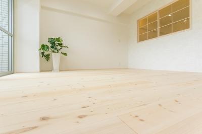 木のぬくもりが感じられるリビング③ (自然素材&室内窓のある暮らし。)