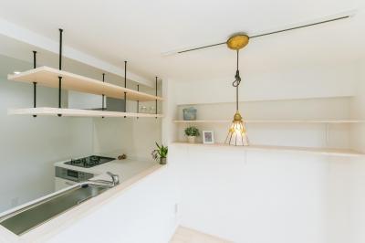 自然素材&室内窓のある暮らし。 (シンプルで開放感のあるキッチン②)