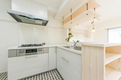 自然素材&室内窓のある暮らし。 (シンプルで開放感のあるキッチン③)