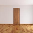 木を感じるベッドルームのドア