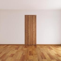 木を感じるベッドルームのドア (カントリーテイスト)