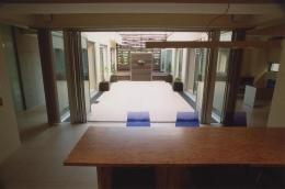 2世帯住宅 (中庭が見えるダイニング)