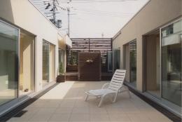2世帯住宅 (中庭)