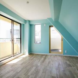 カラフルなクロスで彩ったこだわりの空間 (ターコイズブルーとホワイトの部屋)