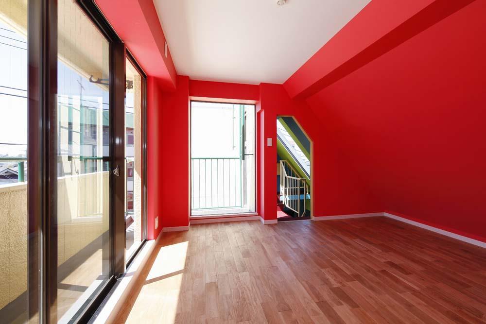 カラフルなクロスで彩ったこだわりの空間の部屋 レッドの部屋