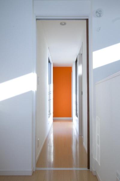 空が見える家 (廊下)