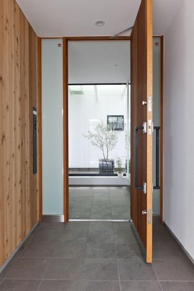 緑に浮かぶの家 (玄関)