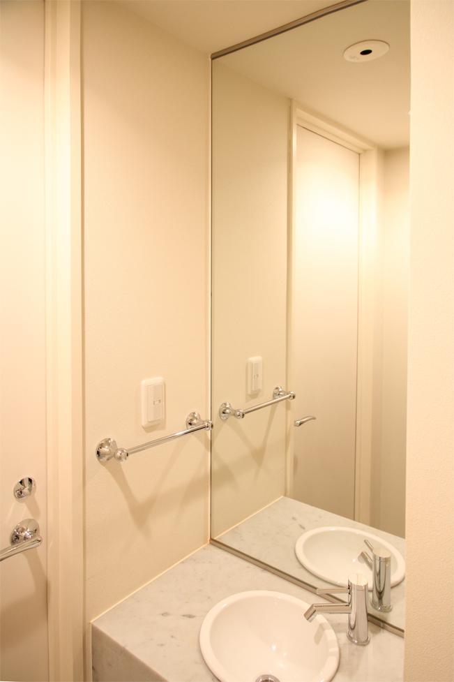 キッチンを明るくスタイリッシュにの部屋 コンパクトな洗面台