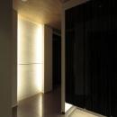 黒を基調とした玄関