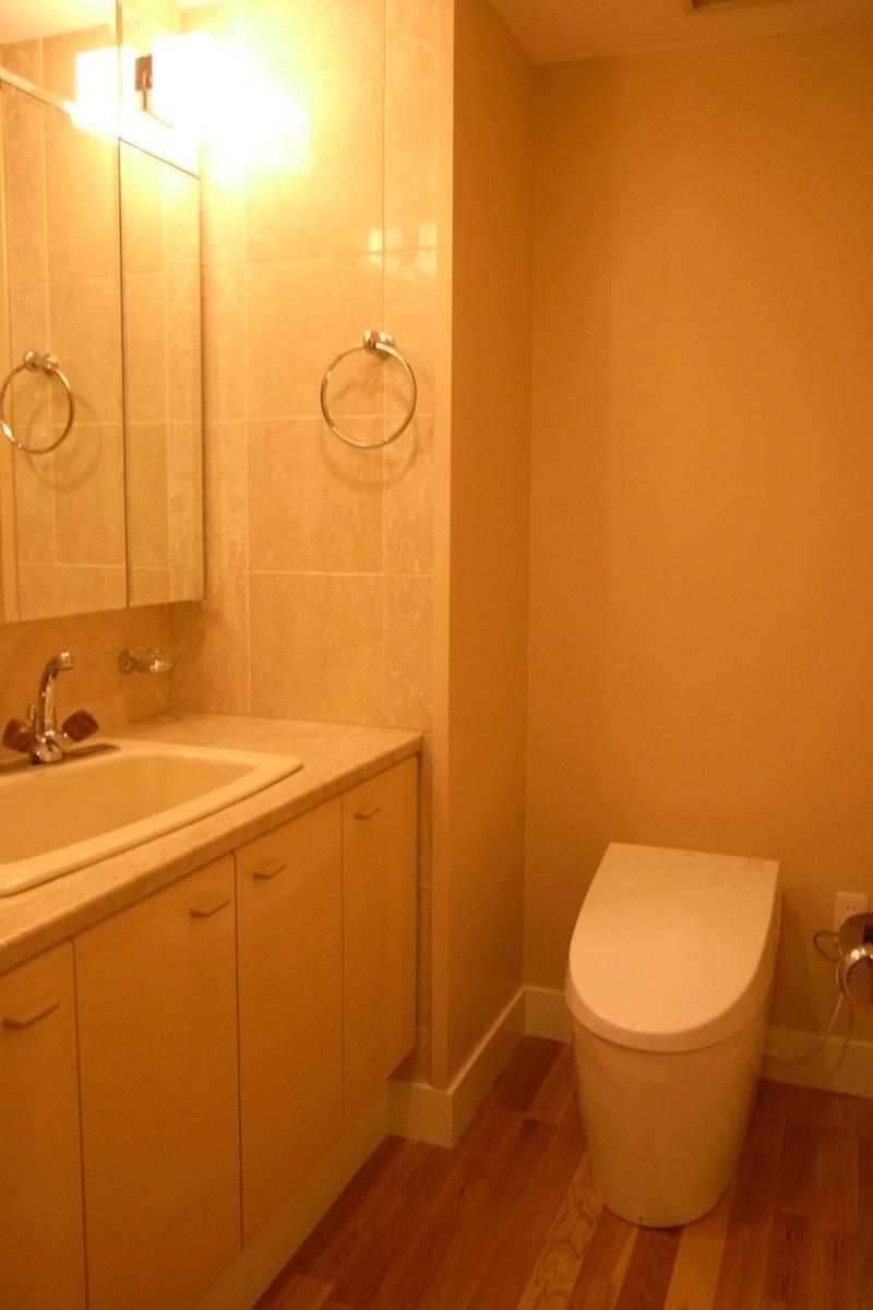 リビングにサンル-ムをの部屋 収納たっぷりのトイレ