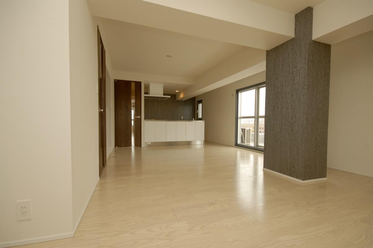 築42年のマンションをデザインを重視しつつバリアフリーに (全体を眺める)