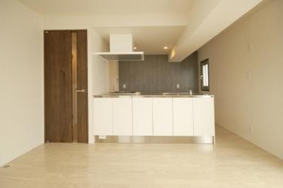 築42年のマンションをデザインを重視しつつバリアフリーに (対面キッチン)