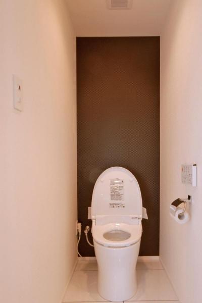 築42年のマンションをデザインを重視しつつバリアフリーに (シンプルなトイレ)