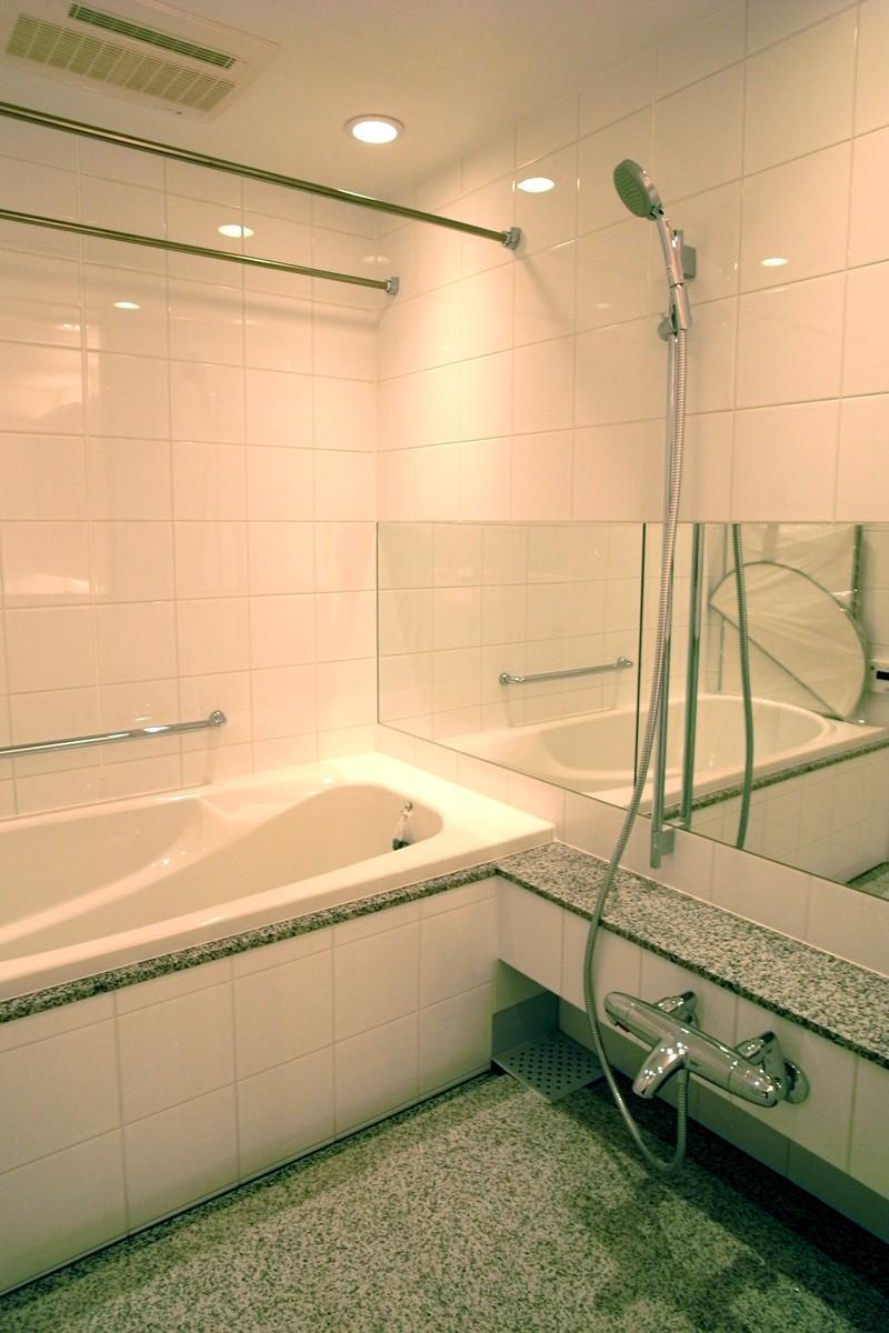 オ-プンキッチンで広々との部屋 ランドリーパイプのあるバスルーム