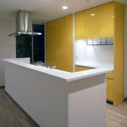 リビングを広く-コンパクトなキッチン