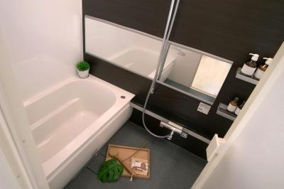コンパクトなバスルーム (水まわりを大胆に変更して)